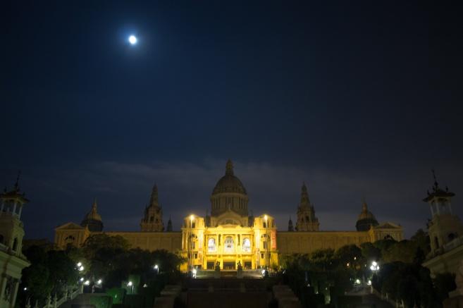 Full moon on top of Museu Nacional d'Art